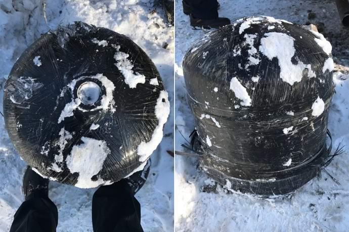 Странный тяжелый объект упал сверху на машину американца (3 фото)
