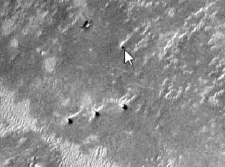 На фото с Марса найдены шесть одинаковых башен по три в линию (5 фото + видео)