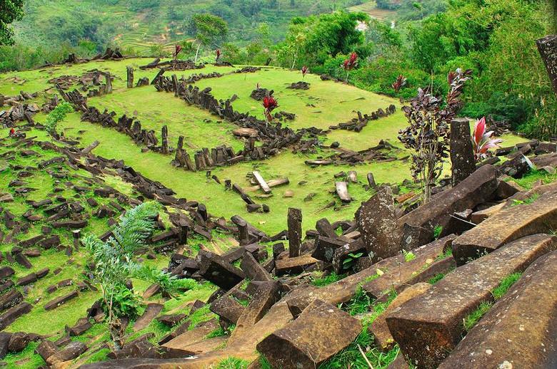 Гунунг Паданг: Древнейшая пирамида или просто гора с осколками базальта?