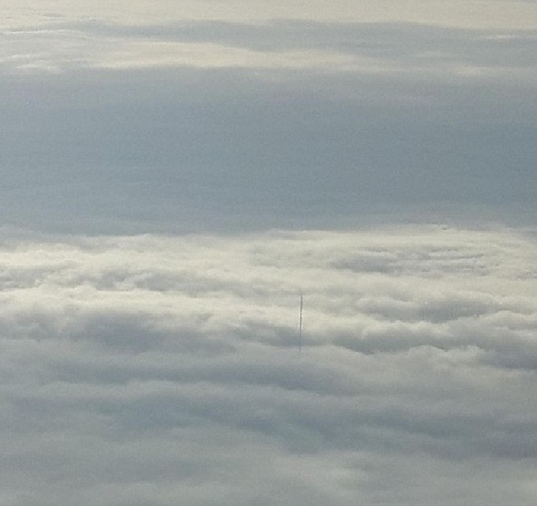 Антенна из облаков озадачила всех очевидцев...