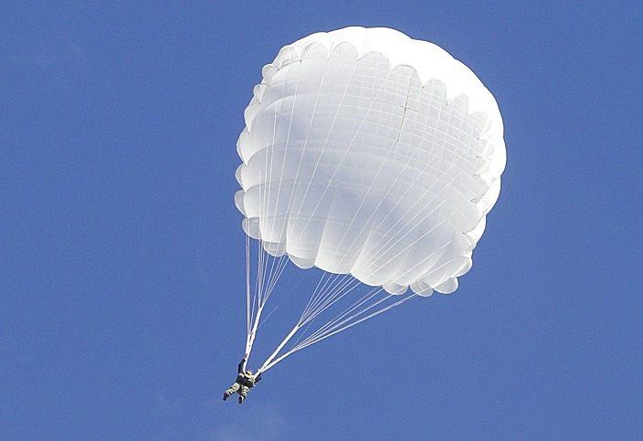 Белый парашютист
