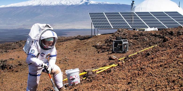 Добровольцы на Гавайях начали эксперимент по симуляции жизни на Марсе (5 фото)