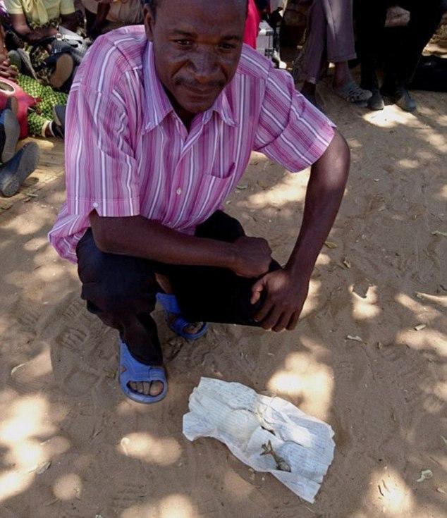 В Зимбабве женщина родила... лягушку (2 фото)