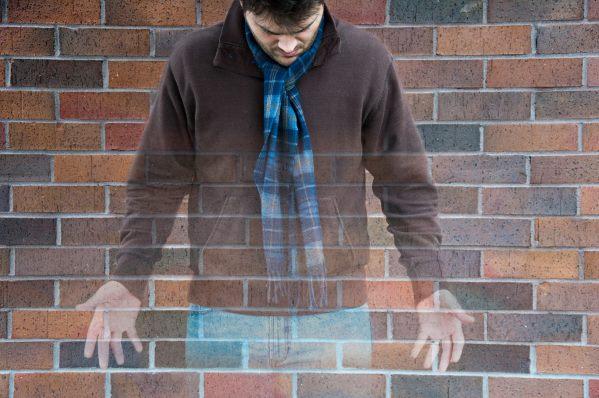Загадочные появления людей (2 фото)