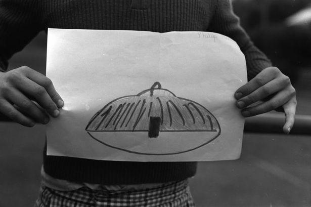 40 лет назад группа детей из английской школы видела НЛО (6 фото)