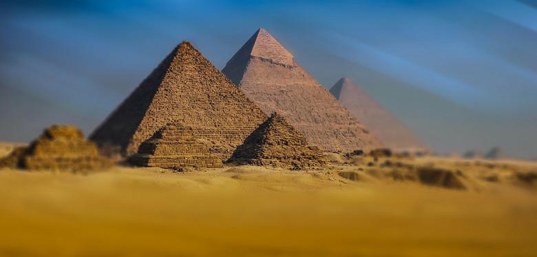 Пирамиды строились как убежища от метеоритов?