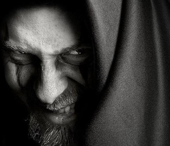 """Одержимая бесом: """"Десять лет во мне жил демон"""" (2 фото)"""