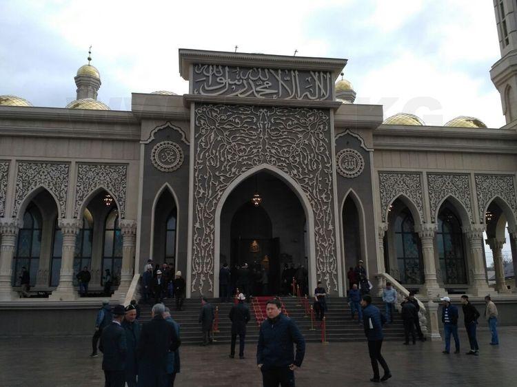 """В Киргизии стал популярным ритуал """"изгнания джиннов"""" из человека (2 ajnj)"""