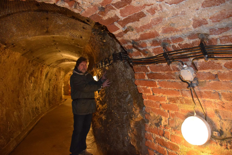 Катакомбы Йиглава: Странные звуки, призраки и светящаяся лестница