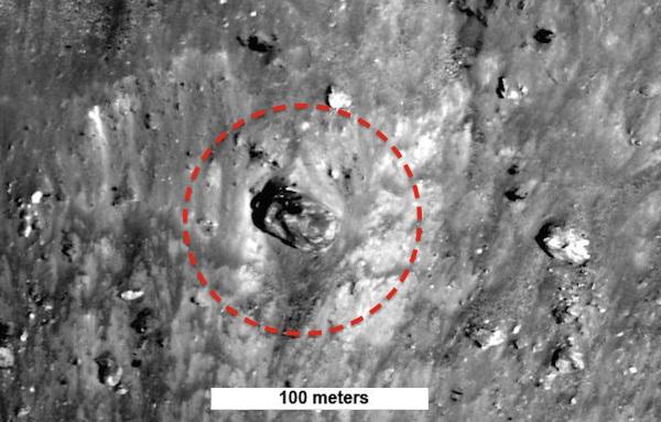 На снимке с Луны обнаружили прямоугольный объект, похожий на танк (2 фото + видео)