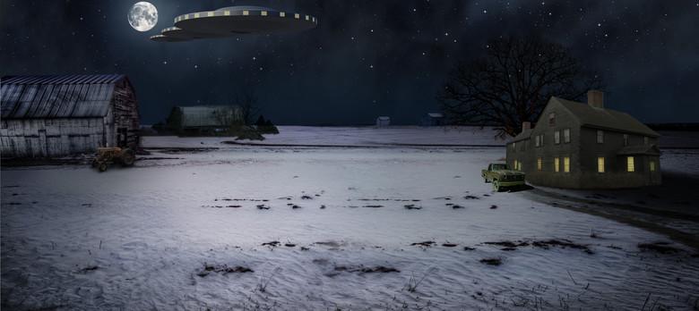 Художник из штата Мичиган нарисовал свою встречу с огромным НЛО из трех дисков (3 фото)
