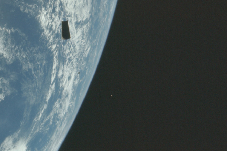 Россиянин нашел следы присутствия пришельцев на старых фото программы Аполлон