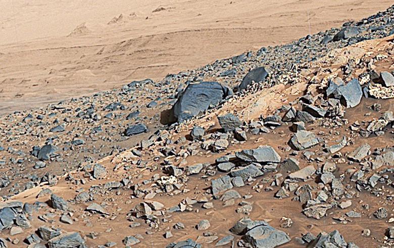 """Marte, fotografie scattate dal Rover Opportunity mostrano """"strani simboli"""" sulle pietre"""