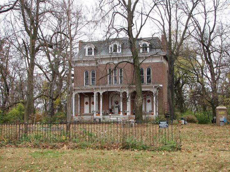 Призрачный дом МакПайка или Дом с привидениями Иллинойса (3 фото)