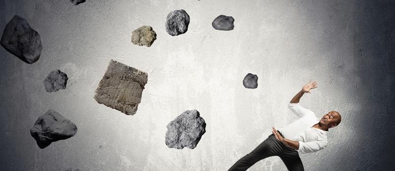 Невидимка повадился кидаться камнями в семью из Зимбабве