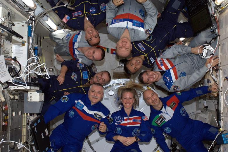Суеверные традиции космонавтов и астронавтов (4 фото)