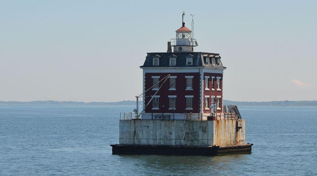 Невидимый смотритель маяка возле Нью-Лондона