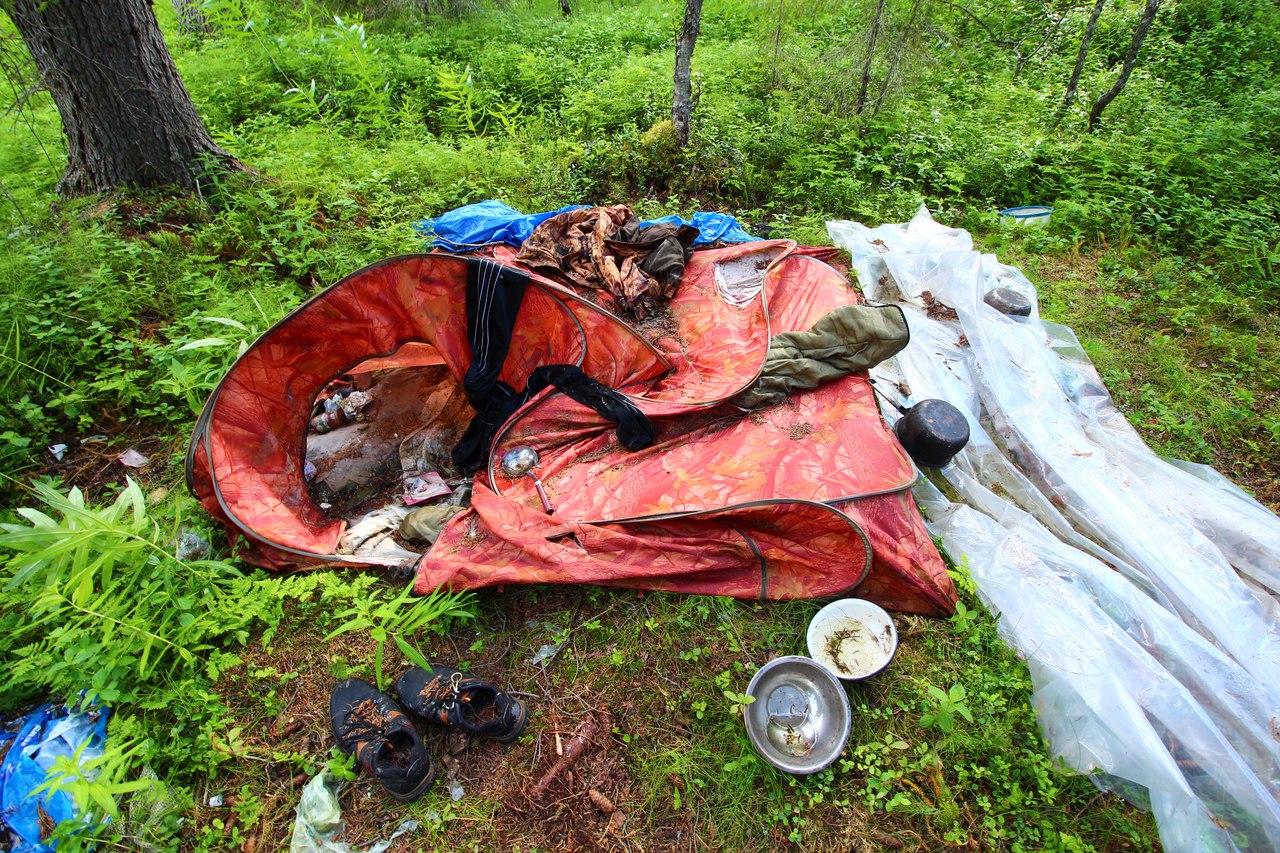 На Сейдозере нашли две разорванные палатки с едой, одеждой и посудой, но без людей