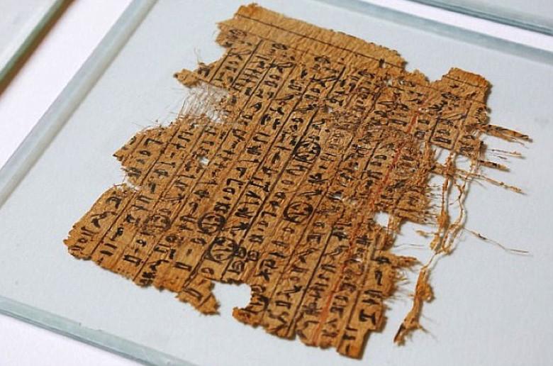 Древний папирус помог раскрыть один из секретов строительства египетских пирамид (7 фото)