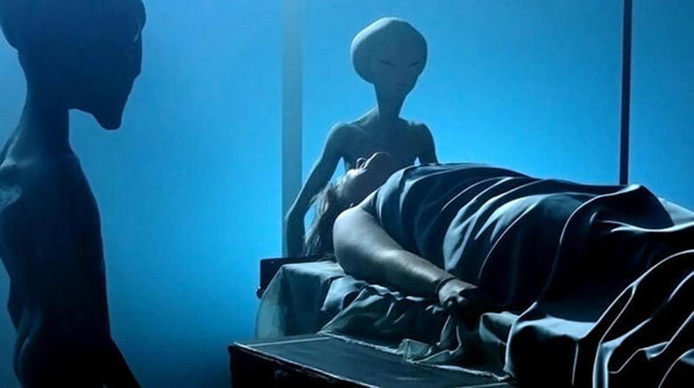 Рассказ москвички, которую похищали пришельцы и вылечили ее больную ногу (2 фото)
