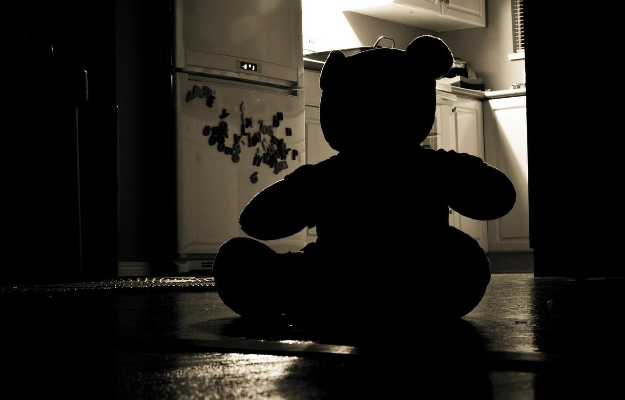 Огромное количество взрослых британцев боятся темноты и монстров под кроватью