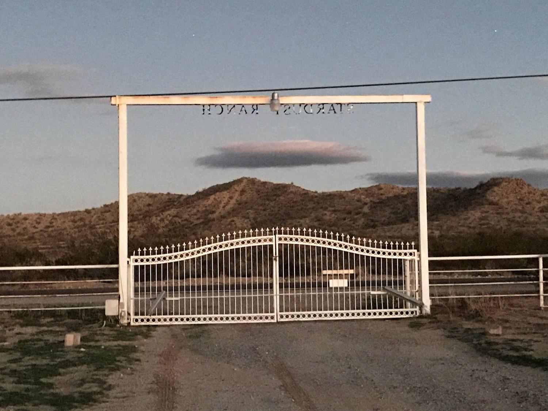 Фермер из Аризоны продает свое ранчо потому, что ему надоело регулярно сражаться с пришельцами