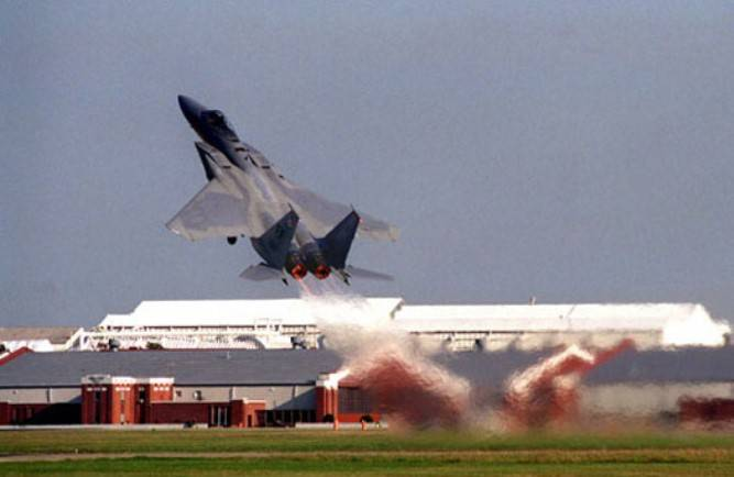 В сети обсуждают неудачный перехват НЛО американскими истребителями F-15