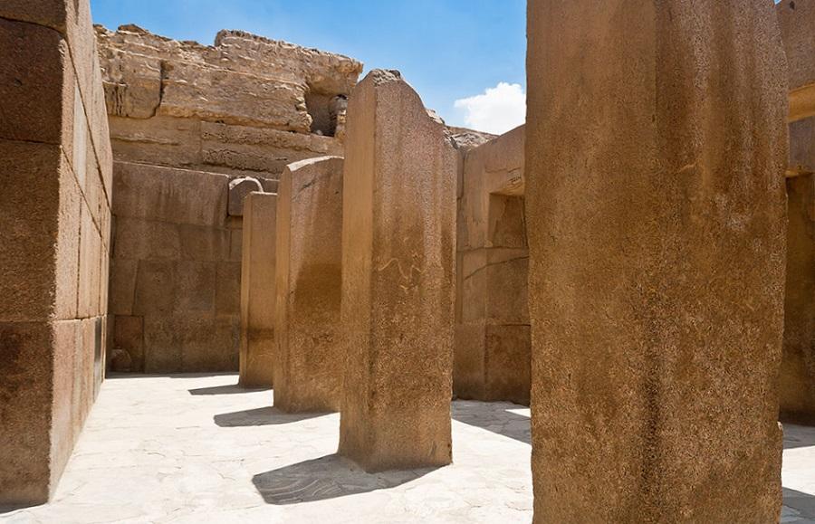 """Необычные мегалитические и """"изогнутые"""" камни в египетском Храме Хефрена"""