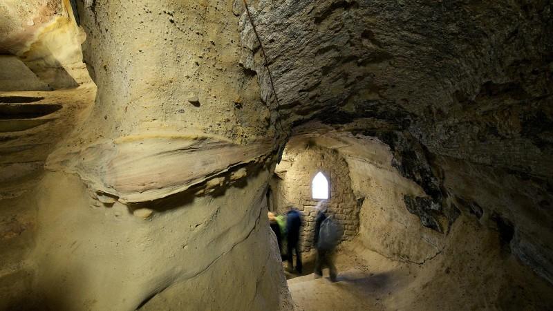 "В пещере Ноттингема засняли ""фигуру призрака с фонарем"""