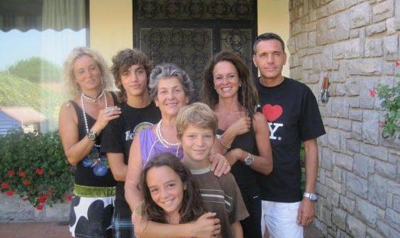 Единственная в мире семья с генной мутацией, из-за которой они не чувствуют боли