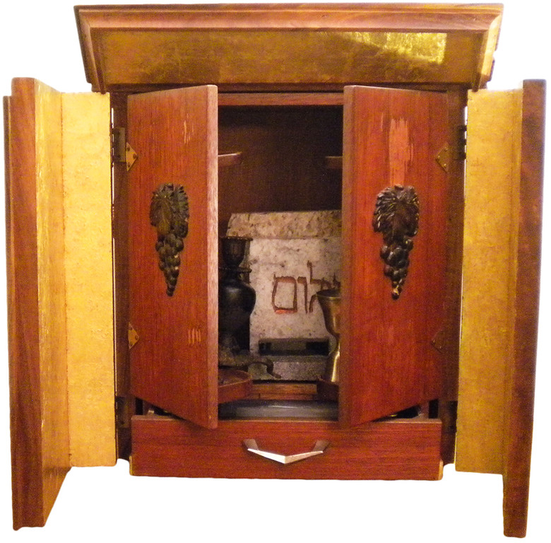 Тайна проклятого ящика диббука (5 фото)