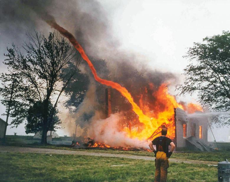 Загадочное природное явление под названием дикий или воздушный огонь (4 фото)