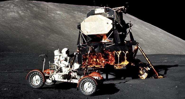 Кто прогнал американцев с Луны? (2 фото)