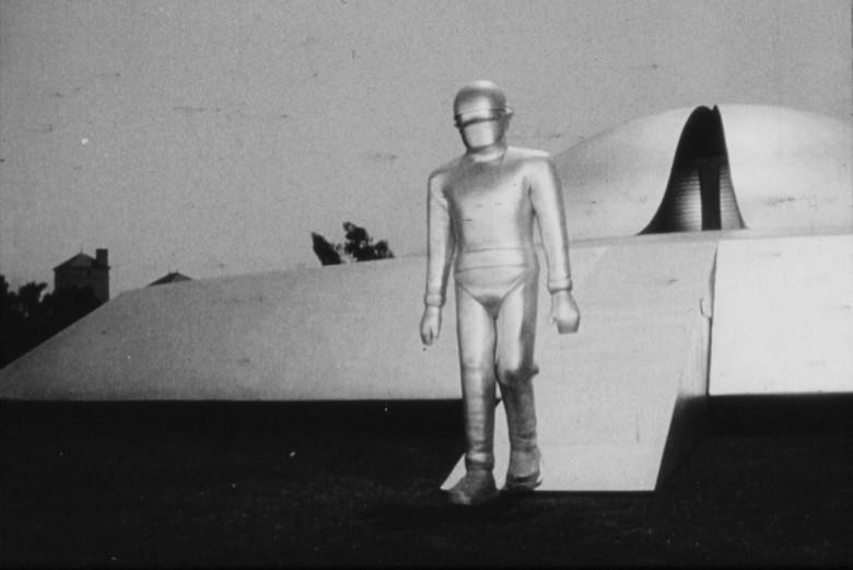 Когда из НЛО выходят роботы (4 фото)