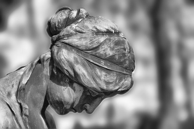 Когда оживают статуи и манекены (4 фото)
