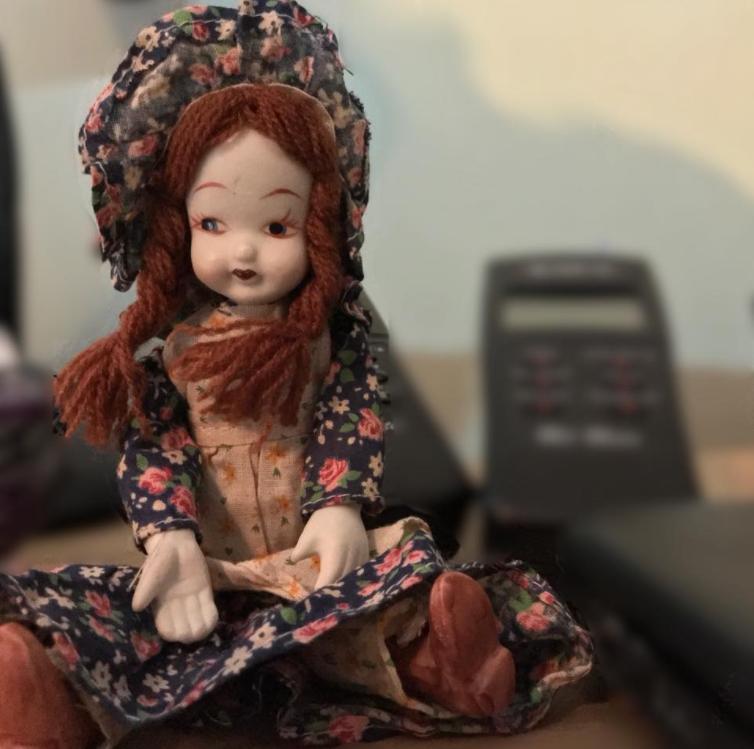 В Корнуолле любители паранормальных явлений пытаются раскрыть тайну одержимой куклы