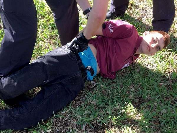 """Расстрелявший школьников во Флориде заявил, что ему приказали это сделать """"голоса в голове"""""""