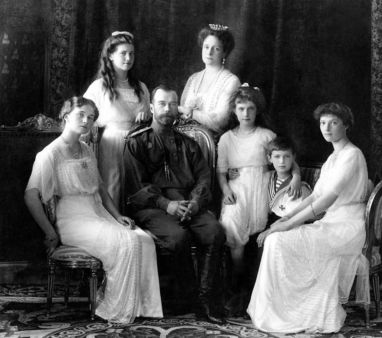 Загадки страшной судьбы семьи Романовых (5 фото)