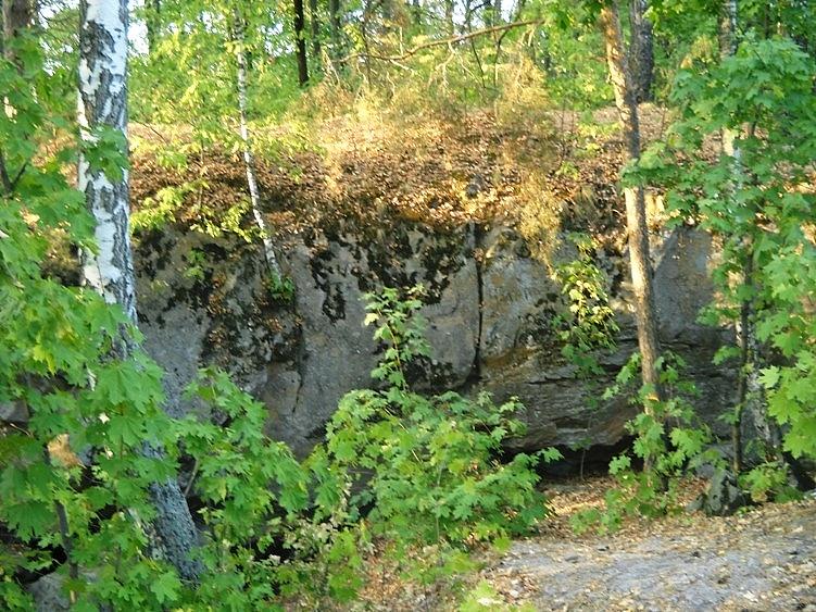 Загадка Змеиной пещеры возле поселка Красный Гуляй (5 фото)