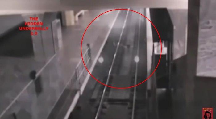 В Китае железнодорожная камера засняла поезд-призрак (+видео)
