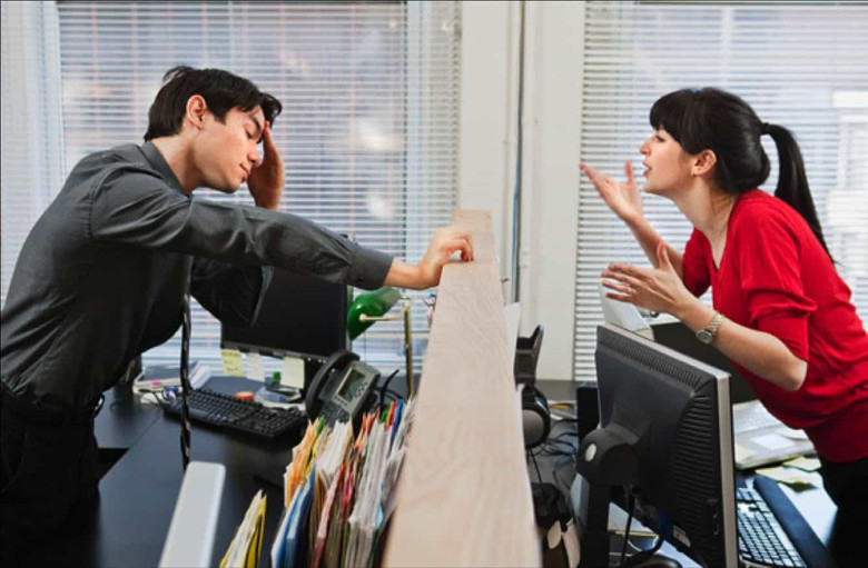 Энергетические вампиры на работе (4 фото)