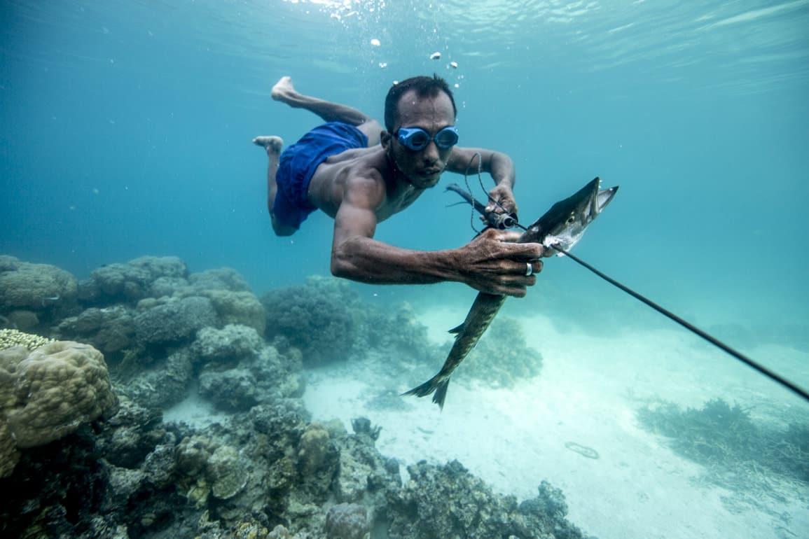 """Индонезийские """"люди-рыбы"""" имеют мутацию, которая позволяет им находиться под водой несколько минут"""
