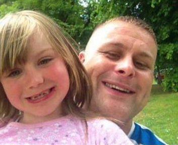 Шотландец заснял жуткую голову в кровати своей маленькой дочери (3 фото)