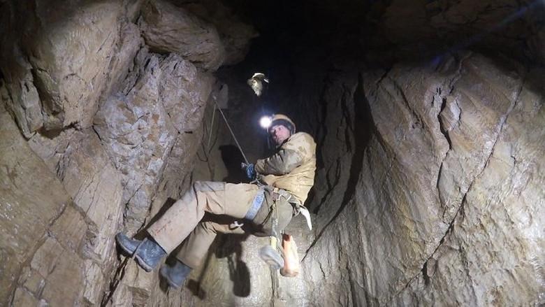 Российские спелеологи 2 недели спускались в самую глубокую пещеру мира и нашли на дне новые живые организмы (8 фото)
