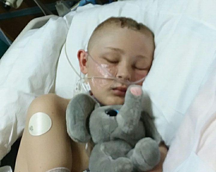 """Родители уже подписали бумаги об изъятии органов, но мальчик пришел в себя и рассказал, что """"шел к Богу"""" (5 фото)"""
