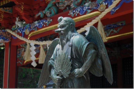 Летающие монстры Японии (6 фото)