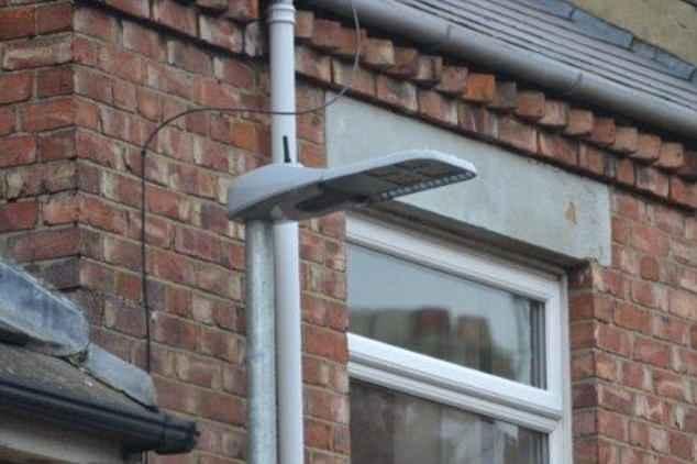 Британец уверяет, что власти его родного города травят людей через излучение уличных фонарей