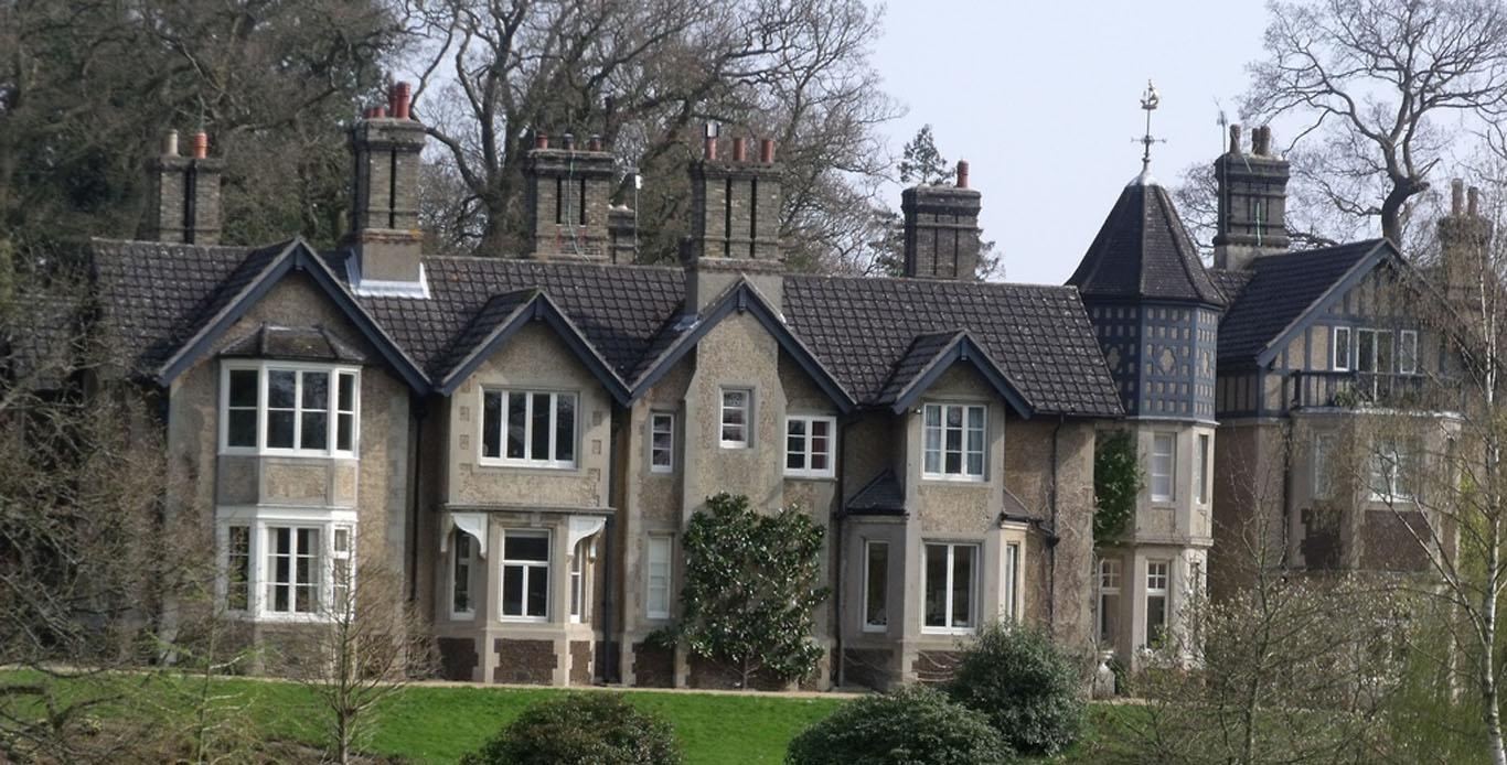 В новом доме британского принца Гарри и его невесты Меган водится призрак