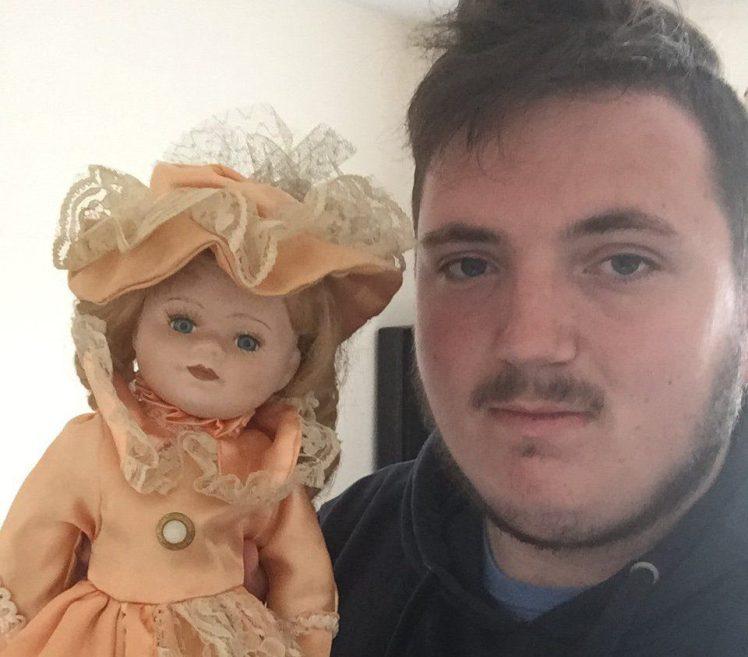 """Британец рассказал о кукле, в которой """"заперты в ловушку"""" две души"""