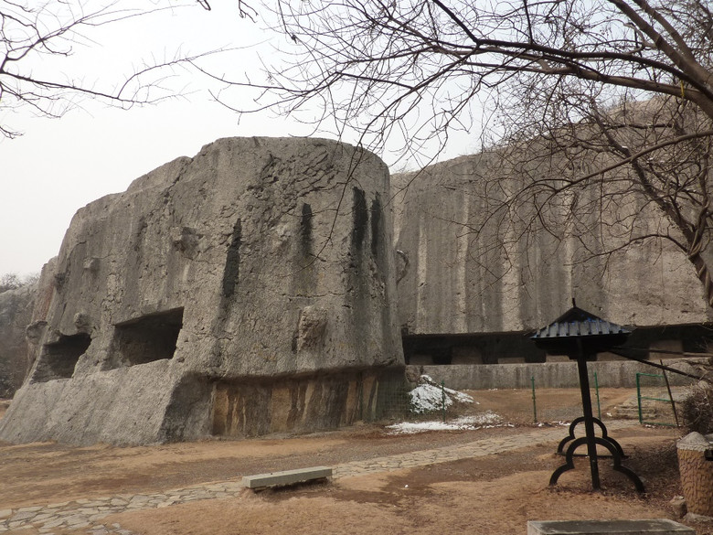 Вырезав эти огромные каменные блоки, китайцы поняли, что никогда не смогут передвинуть их (9 фото)